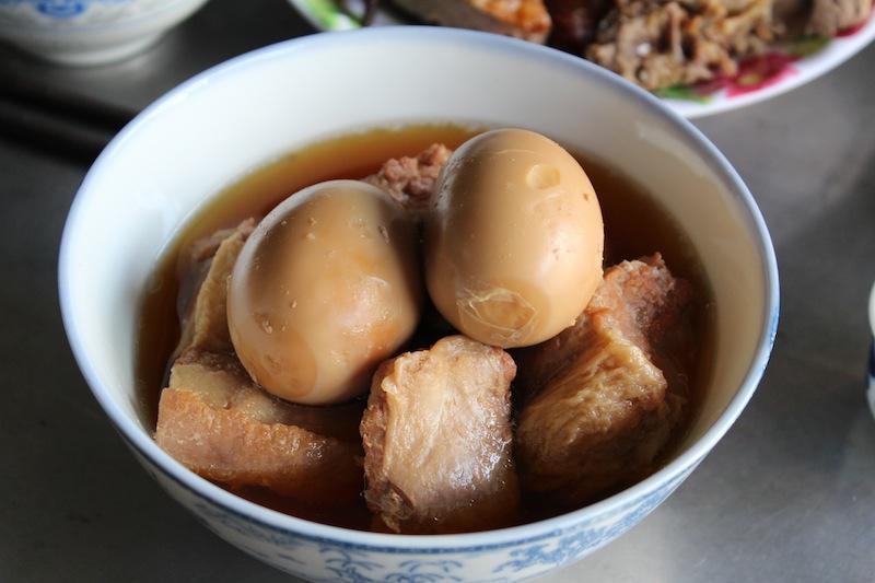 Porc caramélisé aux oeufs thịt kho trứng