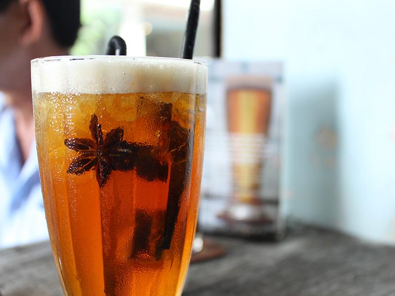 Thé glacé à l'anis étoilé du Vietnam